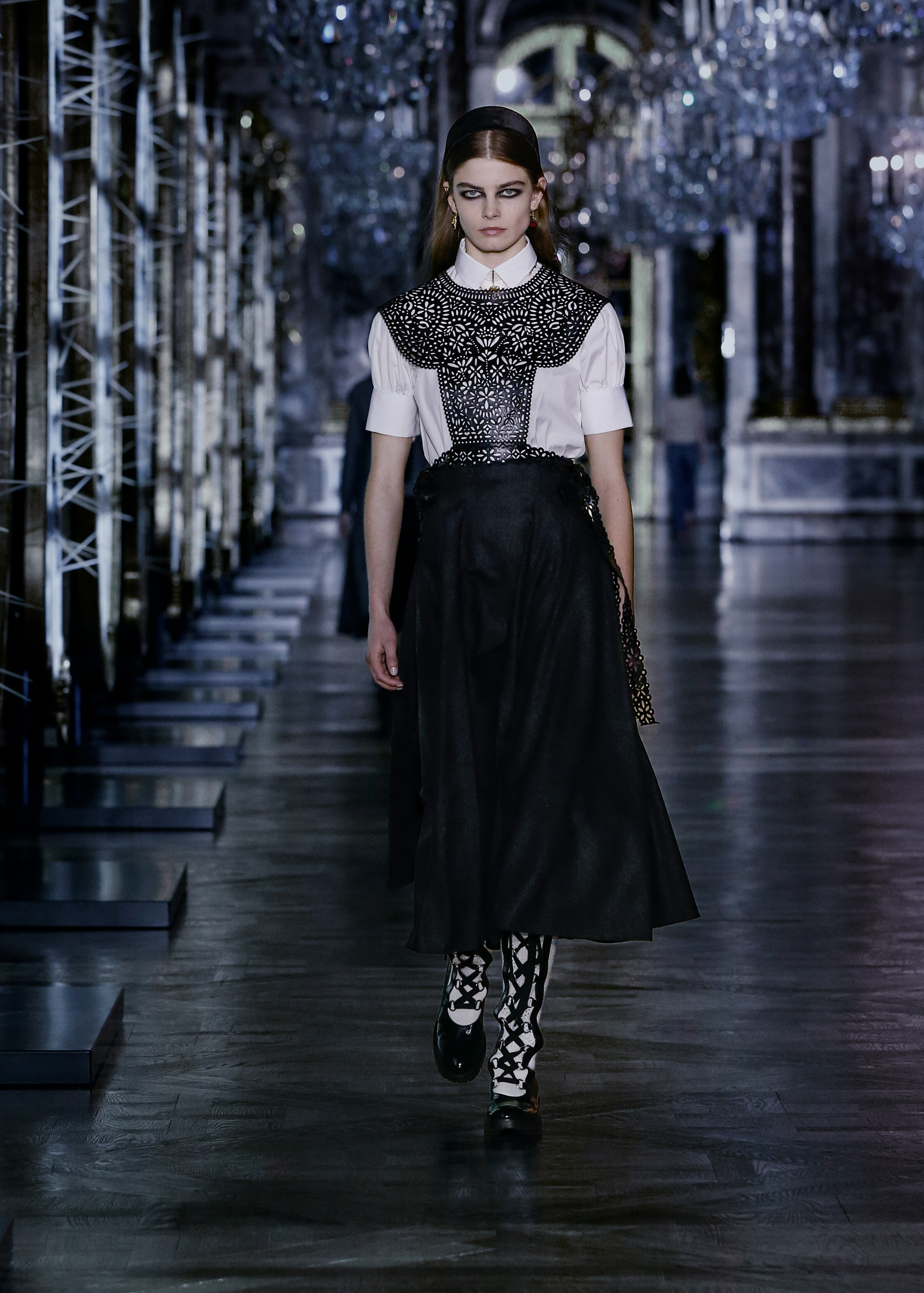 Maria Grazia Chiuri explores the world of fairy tales for Dior's new collection (фото 4)