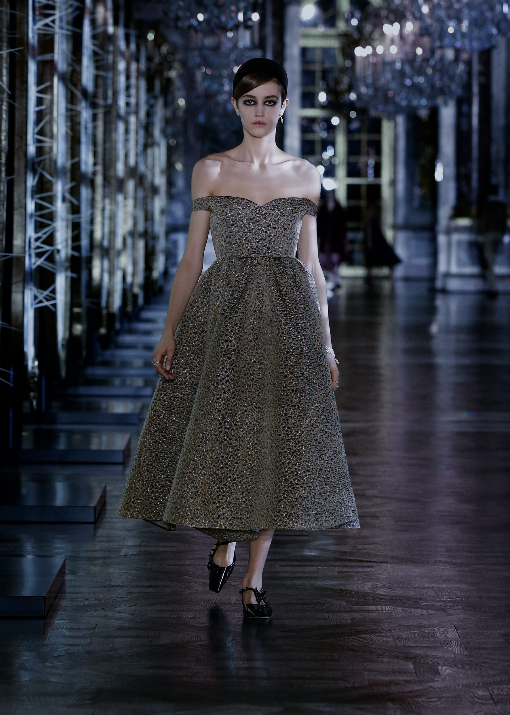 Maria Grazia Chiuri explores the world of fairy tales for Dior's new collection (фото 9)