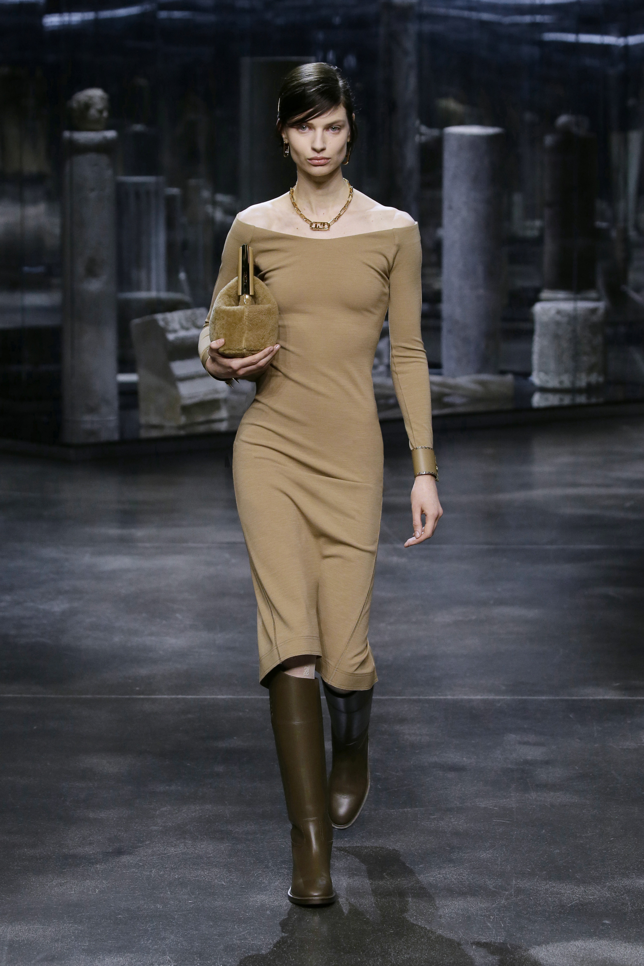 Kim Jones crafts a very wearable collection for Fendi (фото 1)