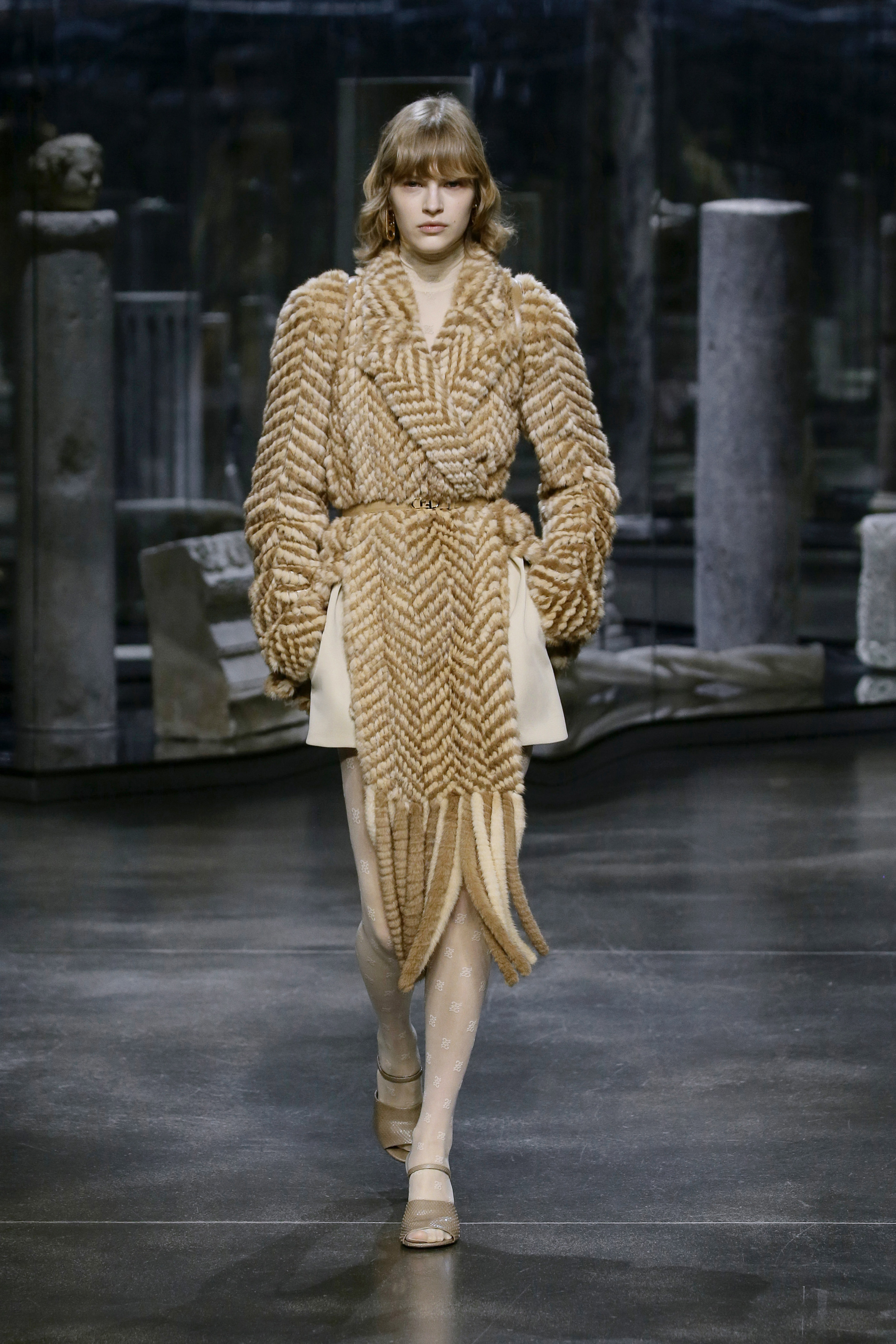 Kim Jones crafts a very wearable collection for Fendi (фото 11)