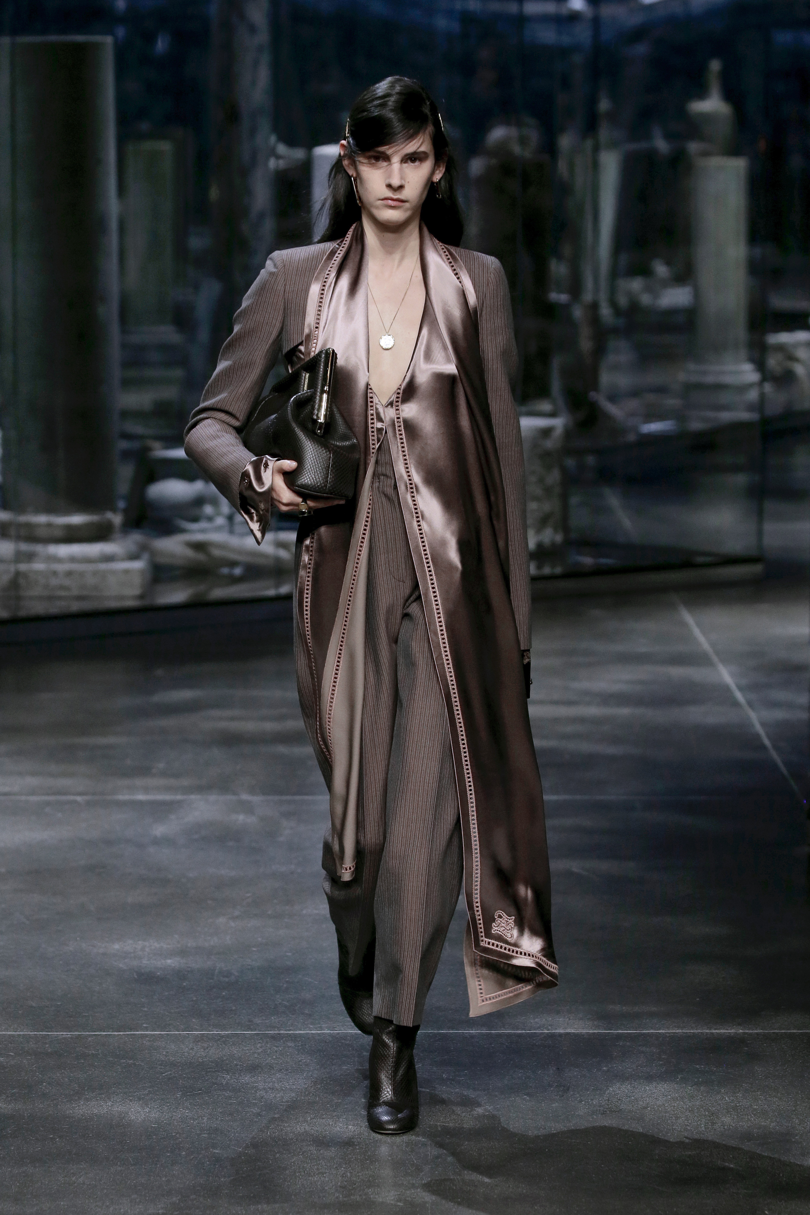 Kim Jones crafts a very wearable collection for Fendi (фото 22)