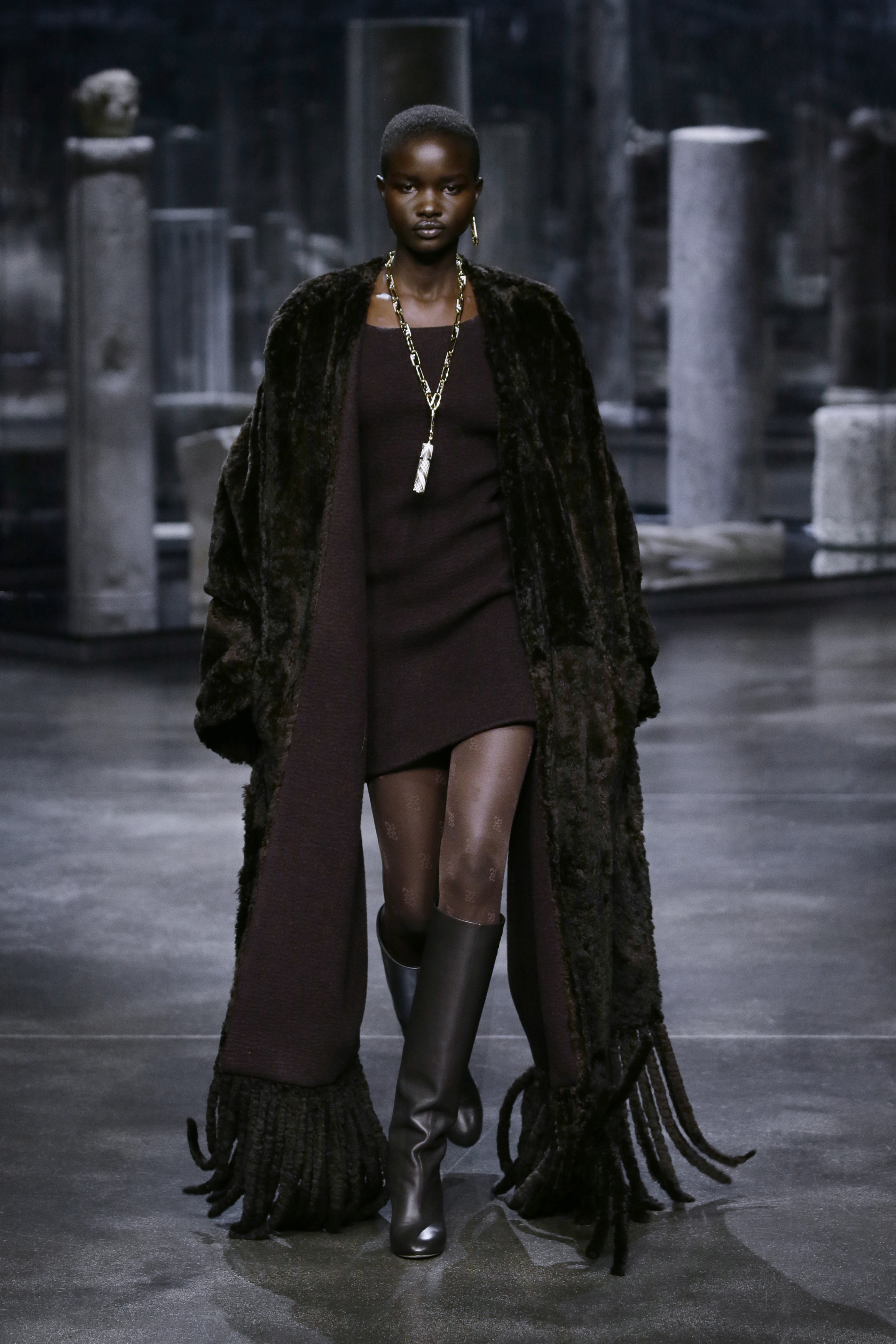Kim Jones crafts a very wearable collection for Fendi (фото 15)