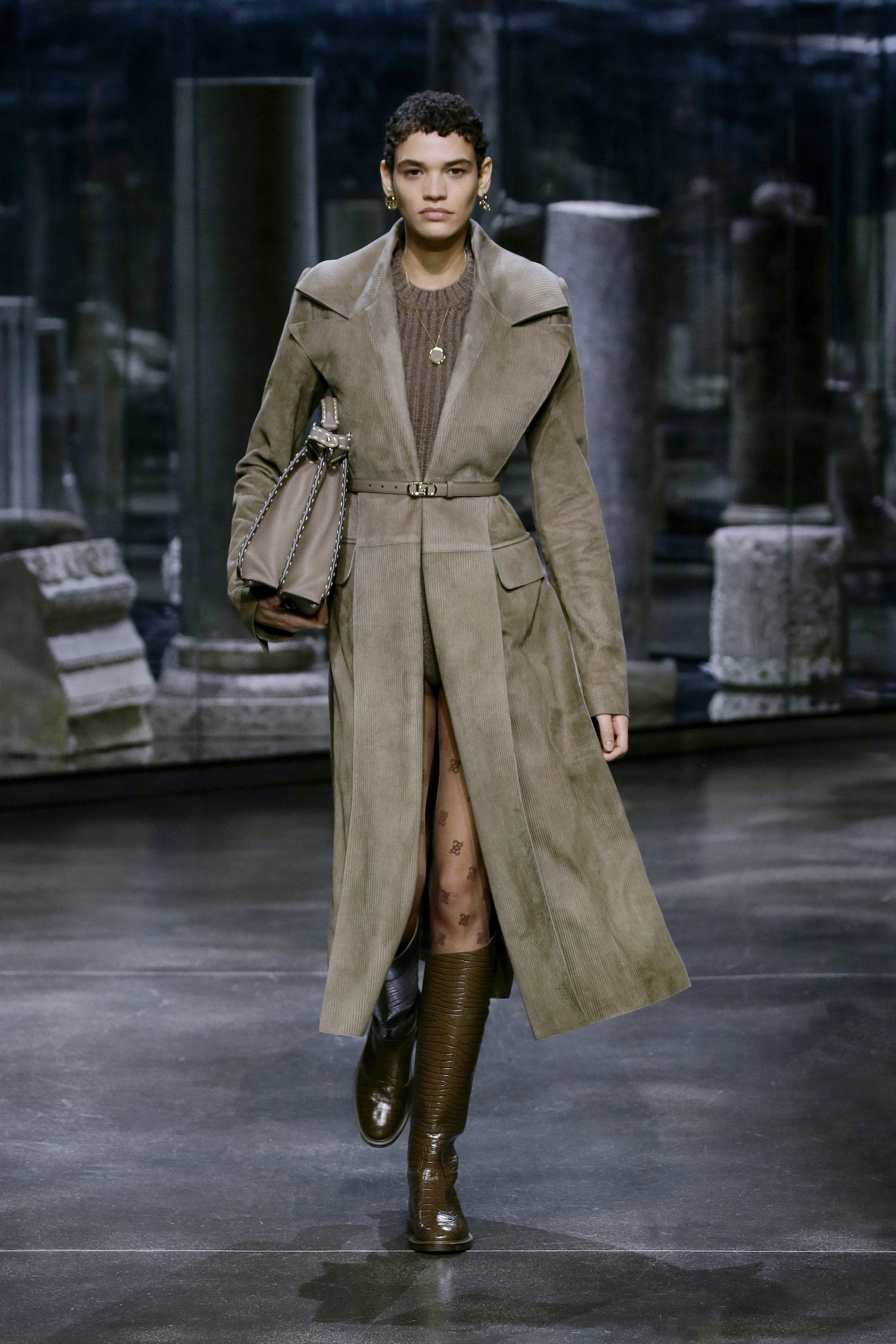 Kim Jones crafts a very wearable collection for Fendi (фото 16)