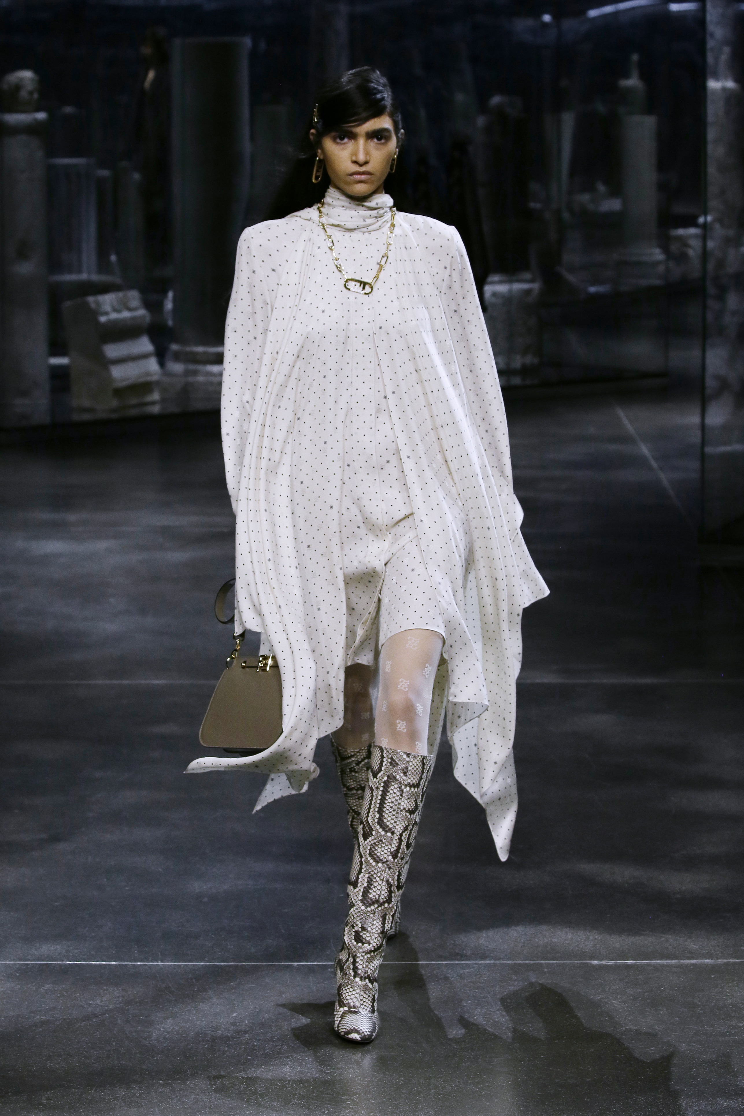 Kim Jones crafts a very wearable collection for Fendi (фото 23)