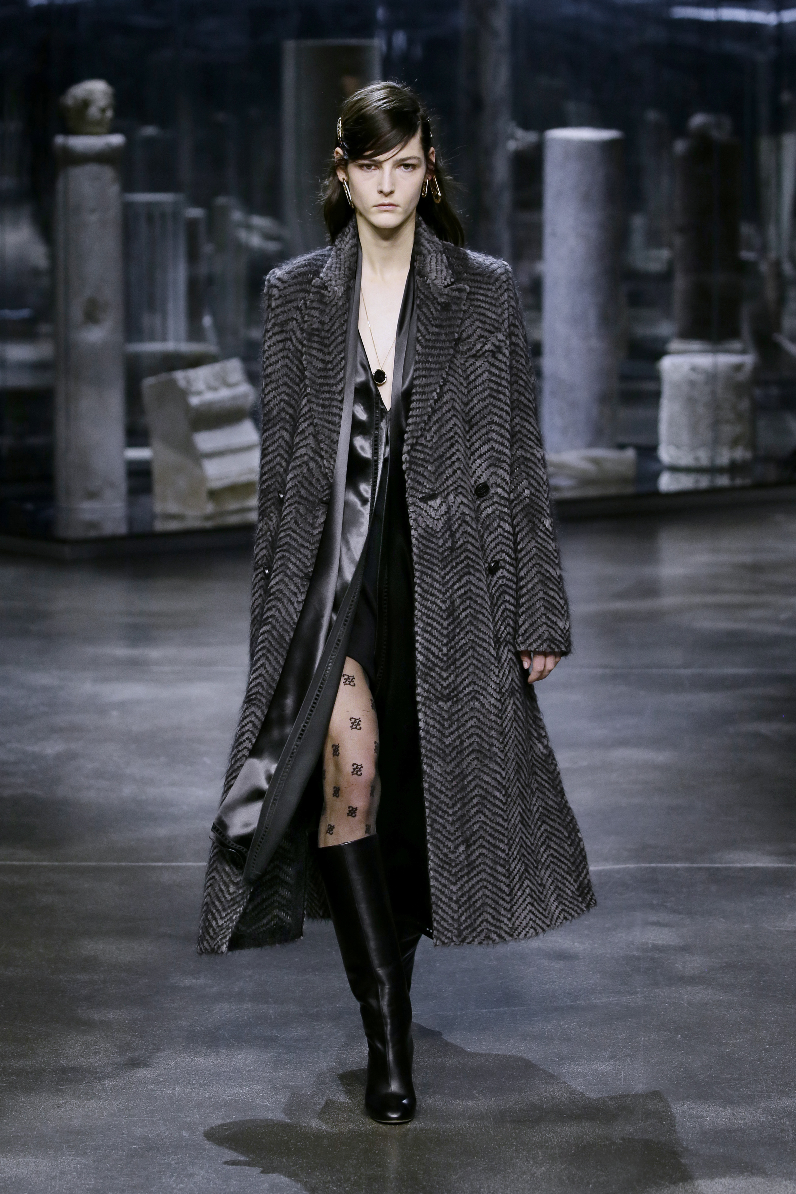 Kim Jones crafts a very wearable collection for Fendi (фото 21)